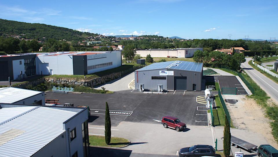 Les 2 bâtiments FPS et la plateforme de 2500 m2